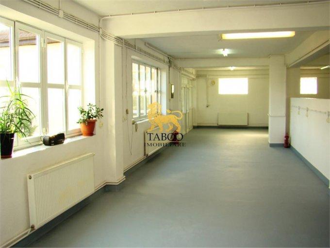 Birou de vanzare direct de la agentie imobiliara, in Sibiu, zona Calea Poplacii, cu 590.000 euro. 5 grupuri sanitare, suprafata utila 700 mp.
