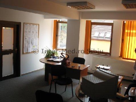 Birou de inchiriat direct de la agentie imobiliara, in Sibiu, zona Centru, cu 390 euro. 1 grup sanitar, suprafata utila 75 mp.