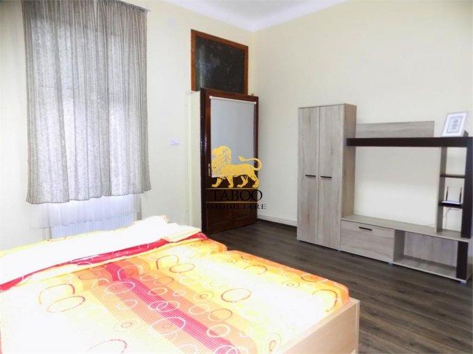 Birou de inchiriat Sibiu cu 2 camere, cu 1 grup sanitar, suprafata 40 mp. Pret: 600 euro.