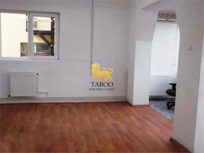 Birou de inchiriat direct de la agentie imobiliara, in Sibiu, cu 270 euro. 1 grup sanitar, suprafata utila 70 mp.