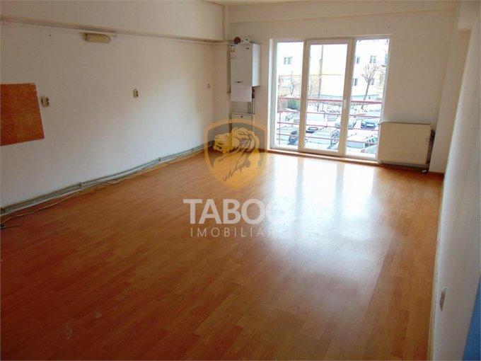 inchiriere birou cu 2 camere, 1 grup sanitar, suprafata de 51 mp. In orasul Sibiu, zona Strand.
