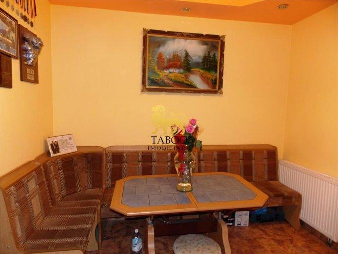 inchiriere birou cu 3 camere, 1 grup sanitar, suprafata de 54 mp. In orasul Sibiu.