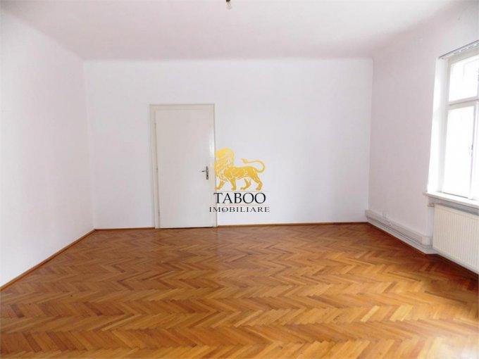 Birou de inchiriat Sibiu cu 4 camere, cu 2 grupuri sanitare, suprafata 110 mp. Pret: 1.000 euro.
