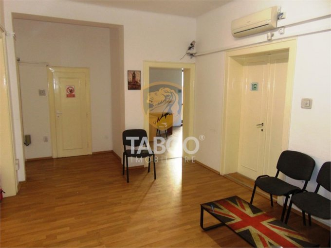 inchiriere birou cu 4 camere, 1 grup sanitar, suprafata de 110 mp. In orasul Sibiu, zona Calea Dumbravii.