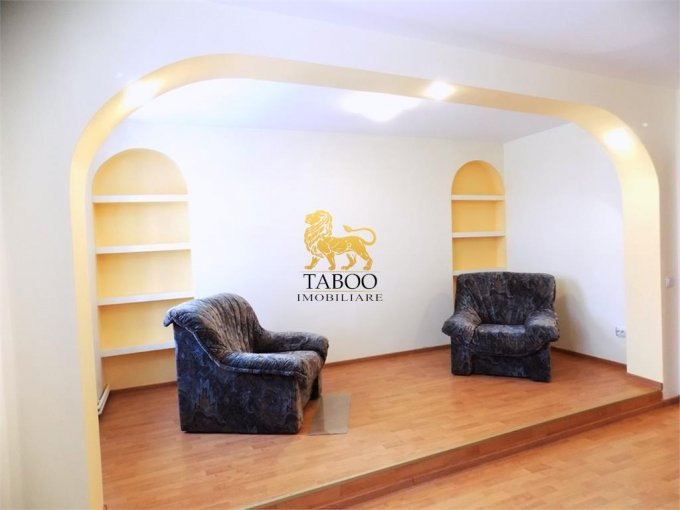 Birou de inchiriat direct de la agentie imobiliara, in Sibiu, cu 2.200 euro. 3 grupuri sanitare, suprafata utila 300 mp.