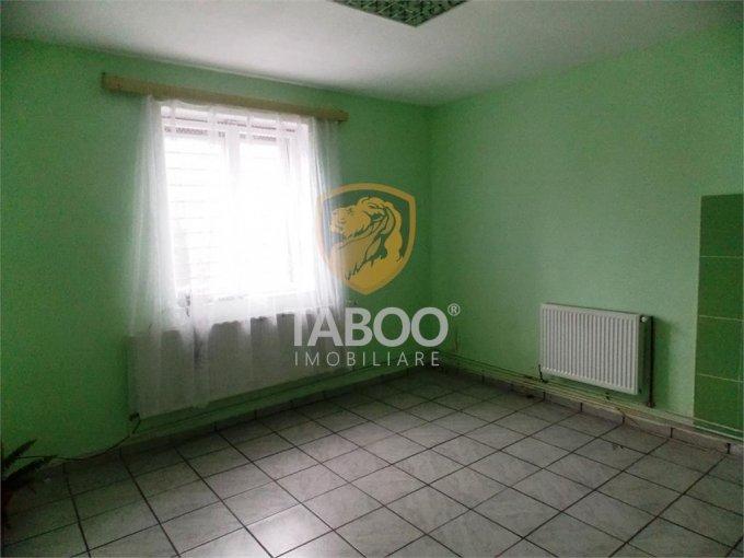 Casa de inchiriat direct de la agentie imobiliara, in Sibiu, zona Stefan cel Mare, cu 250 euro. 1 grup sanitar, suprafata utila 60 mp. Are  1 camera.
