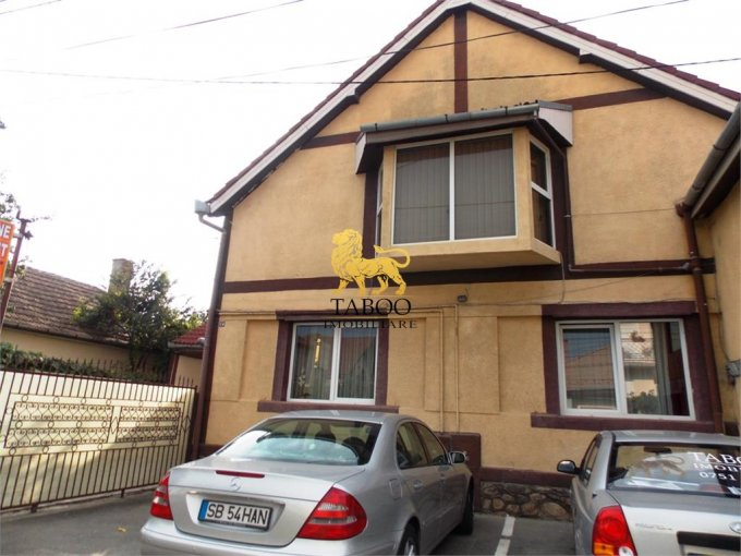Casa de vanzare direct de la agentie imobiliara, in Sibiu, zona Stefan cel Mare, cu 255.000 euro. 5 grupuri sanitare, suprafata utila 285 mp. Are  10 camere.