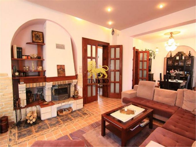 vanzare Casa Sibiu cu 10 camere, 4 grupuri sanitare, avand suprafata utila 360 mp. Pret: 575.000 euro. agentie imobiliara vand Casa.