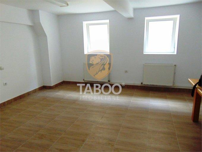 vanzare Casa Cisnadie cu 10 camere, cu suprafata utila de 270 mp, 6 grupuri sanitare. 134.900 euro.. Casa vanzare Cisnadie  Sibiu