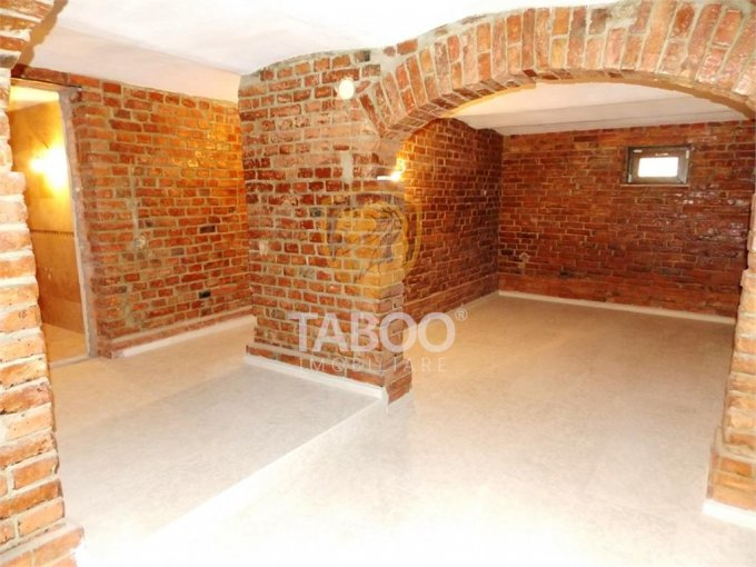 vanzare Casa Sibiu cu 11 camere, cu suprafata utila de 350 mp, 3 grupuri sanitare. 390.000 euro.. Casa vanzare Trei Stejari Sibiu