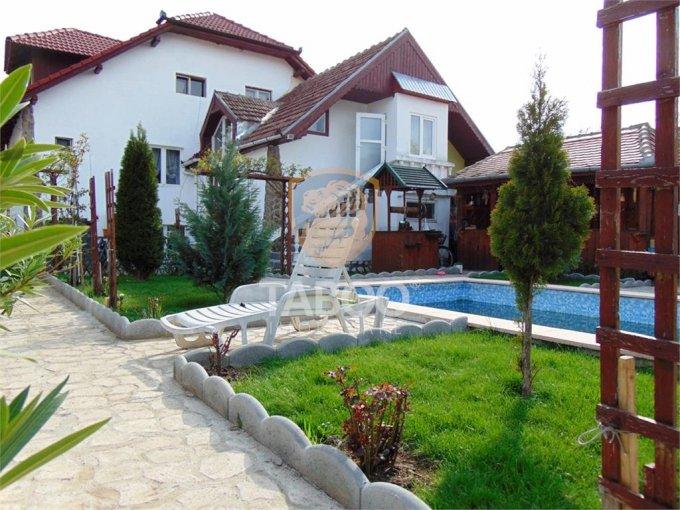 Stefan cel Mare Sibiu casa cu 11 camere, 5 grupuri sanitare, cu suprafata utila de 300 mp, suprafata teren 580 mp si deschidere de 18 metri. In orasul Sibiu Stefan cel Mare.