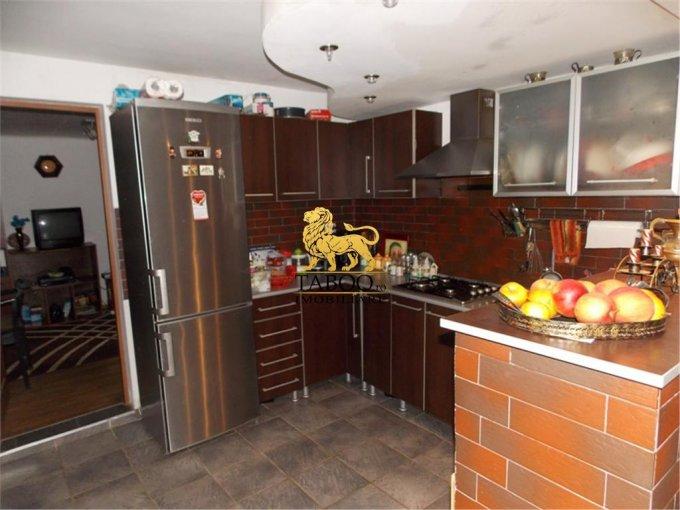 Casa de vanzare direct de la agentie imobiliara, in Sibiu, cu 150.000 euro. 3 grupuri sanitare, suprafata utila 200 mp. Are  2 camere.
