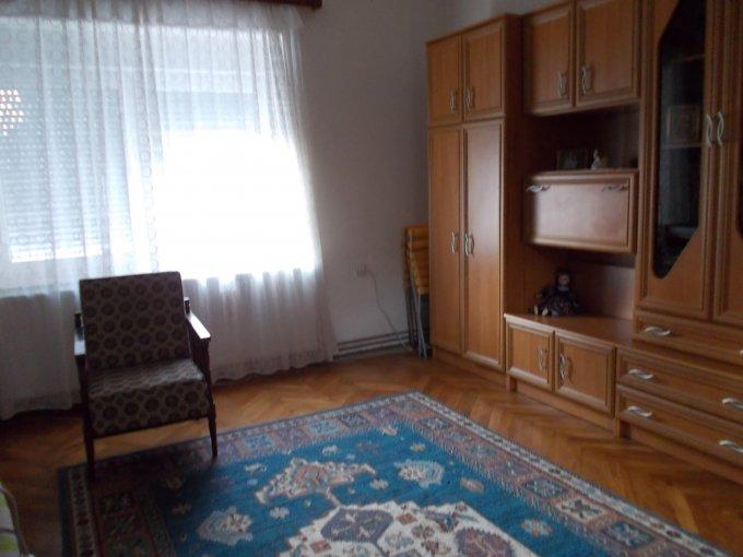 Casa de vanzare direct de la agentie imobiliara, in Sibiu, zona Piata Cluj, cu 70.000 euro. 1 grup sanitar, suprafata utila 89 mp. Are  2 camere.