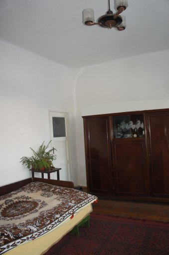 Casa de vanzare direct de la agentie imobiliara, in Sibiu, zona Lupeni, cu 49.000 euro. 1 grup sanitar, suprafata utila 100 mp. Are  2 camere.