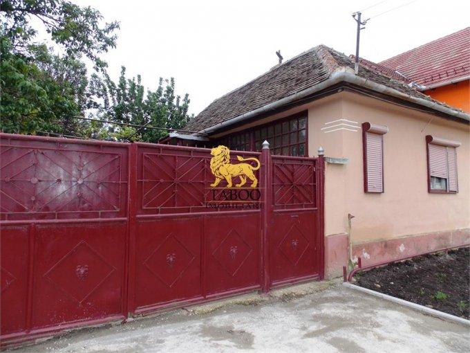 Casa de vanzare in Ocna Sibiului cu 2 camere, cu 1 grup sanitar, suprafata utila 50 mp. Suprafata terenului 529 metri patrati, deschidere 15 metri. Pret: 25.000 euro. Casa