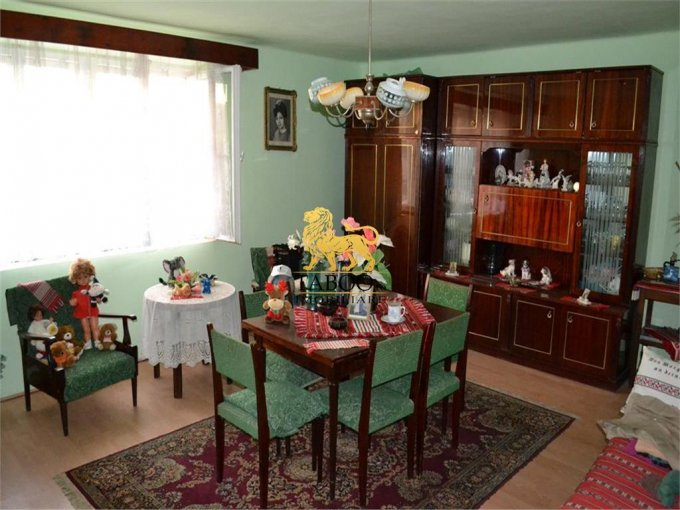 vanzare Casa Sibiu cu 3 camere, cu suprafata utila de 100 mp, 1 grup sanitar. 73.000 euro.. Casa vanzare Lazaret Sibiu