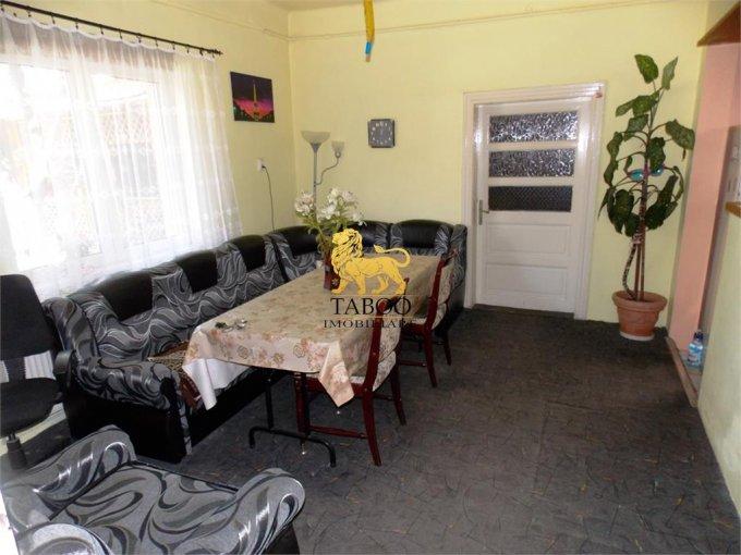 vanzare Casa Sibiu cu 3 camere, cu suprafata utila de 90 mp, 1 grup sanitar. 103.000 euro.. Casa vanzare Piata Cluj Sibiu
