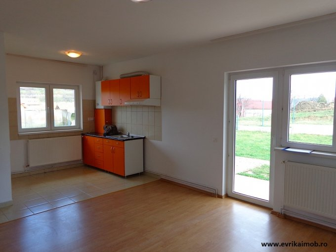 inchiriere Casa Sibiu cu 3 camere, 1 grup sanitar, avand suprafata utila 96 mp. Pret: 320 euro. agentie imobiliara inchiriez Casa.