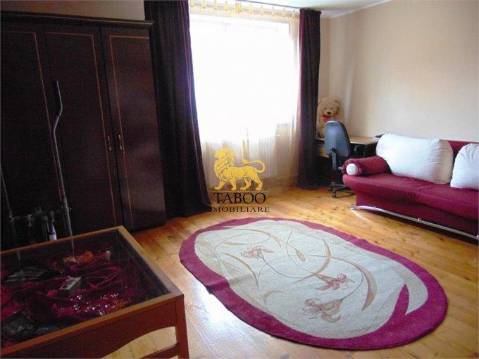 Casa de vanzare in Sibiu cu 3 camere, cu 1 grup sanitar, suprafata utila 80 mp. Suprafata terenului 284 metri patrati, deschidere 15 metri. Pret: 62.000 euro. Casa