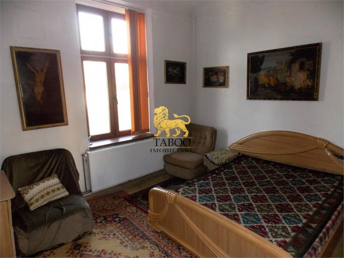 Casa de vanzare direct de la agentie imobiliara, in Sibiu, zona Lazaret, cu 160.000 euro. 1 grup sanitar, suprafata utila 90 mp. Are  3 camere.