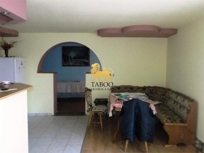vanzare Casa Cisnadie cu 3 camere, 1 grup sanitar, avand suprafata utila 100 mp. Pret: 90.000 euro. agentie imobiliara vand Casa.
