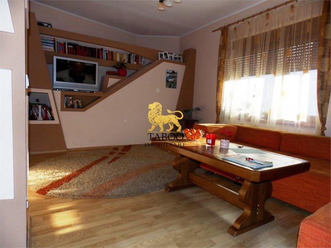 Terezian Sibiu casa cu 3 camere, 2 grupuri sanitare, cu suprafata utila de 85 mp, suprafata teren 225 mp si deschidere de 20 metri. In orasul Sibiu Terezian.