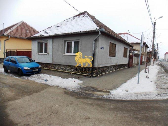 Casa de vanzare in Sibiu cu 3 camere, cu 1 grup sanitar, suprafata utila 100 mp. Suprafata terenului 500 metri patrati, deschidere 60 metri. Pret: 65.000 euro. Casa