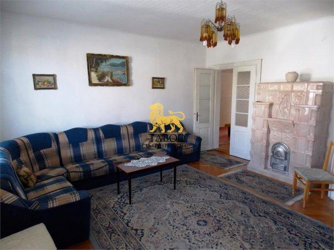 Casa de vanzare direct de la agentie imobiliara, in Sibiu, zona Calea Dumbravii, cu 350.000 euro. 2 grupuri sanitare, suprafata utila 118 mp. Are  3 camere.
