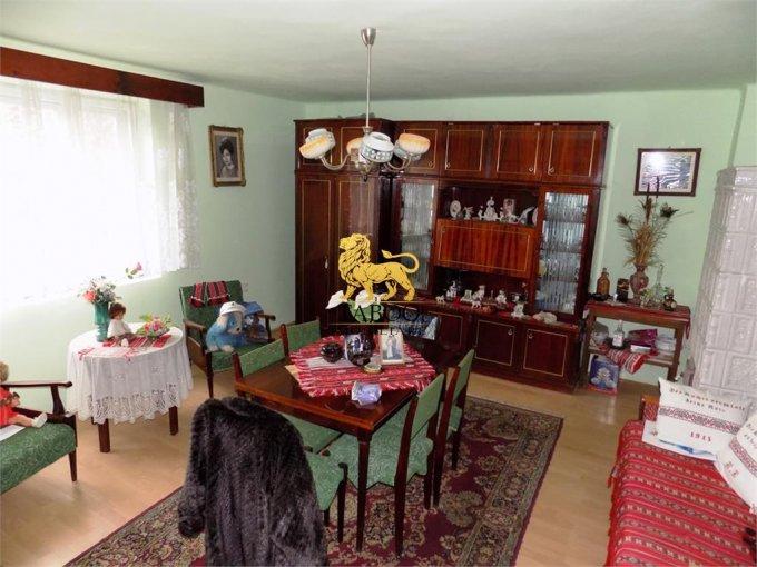 Casa de vanzare direct de la agentie imobiliara, in Sibiu, zona Lazaret, cu 71.500 euro. 1 grup sanitar, suprafata utila 80 mp. Are  3 camere.