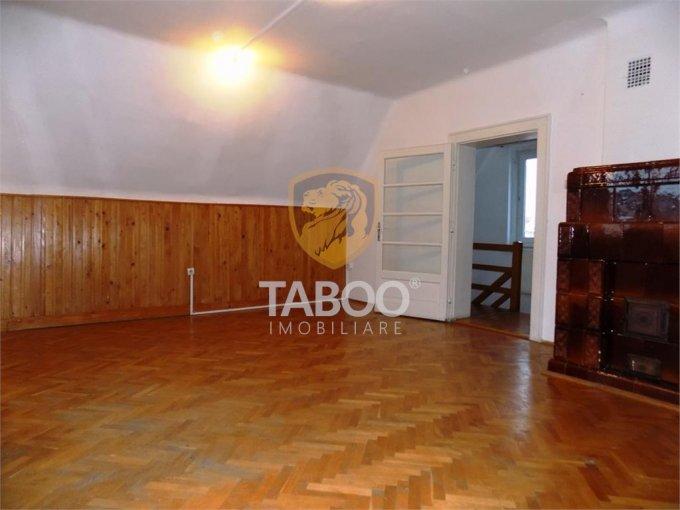 vanzare Casa Sibiu Vasile Aaron cu 3 camere, 3 grupuri sanitare, avand suprafata utila 129 mp. Pret: 115.000 euro. agentie imobiliara vand Casa.
