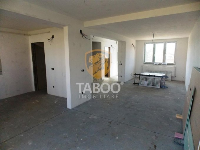 vanzare Casa Sibiu cu 3 camere, cu suprafata utila de 110 mp, 2 grupuri sanitare. 64.000 euro.. Casa vanzare Calea Cisnadiei Sibiu
