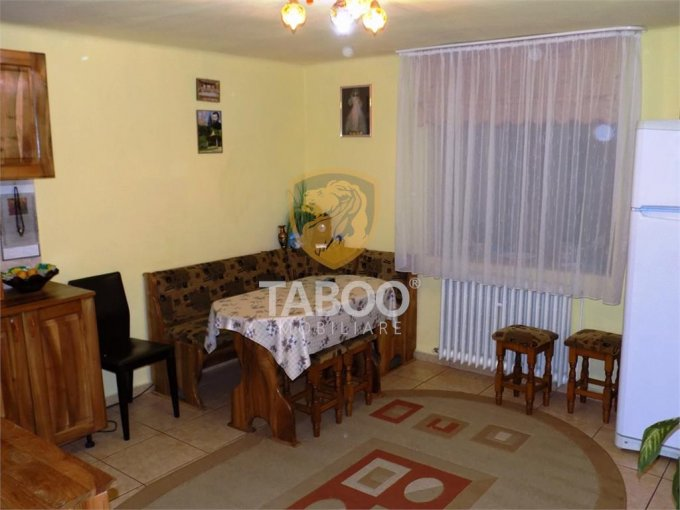 vanzare Casa Sibiu cu 3 camere, cu suprafata utila de 160 mp, 2 grupuri sanitare. 135.000 euro.. Casa vanzare Tiglari Sibiu