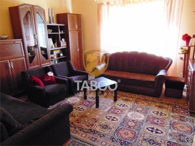 Casa de vanzare direct de la agentie imobiliara, in Sibiu, cu 170.000 euro. 1 grup sanitar, suprafata utila 100 mp. Are  3 camere.