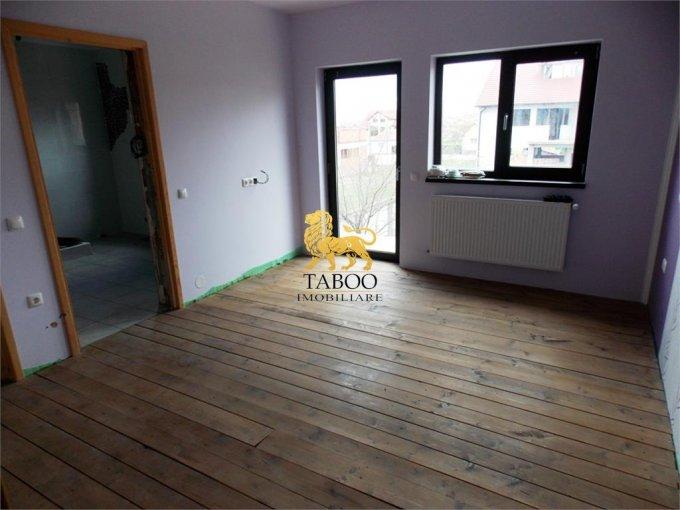 Casa de vanzare in Sibiu cu 4 camere, cu 3 grupuri sanitare, suprafata utila 200 mp. Suprafata terenului 303 metri patrati, deschidere 12 metri. Pret: 110.000 euro. Casa
