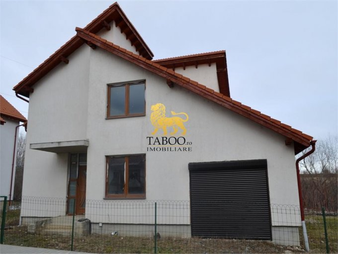 Casa de vanzare in Sibiu cu 4 camere, cu 2 grupuri sanitare, suprafata utila 132 mp. Suprafata terenului 475 metri patrati, deschidere 15 metri. Pret: 126.000 euro. Casa