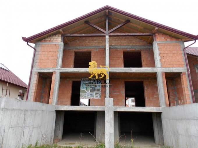 vanzare Casa Sura Mica cu 4 camere, cu suprafata utila de 180 mp, 3 grupuri sanitare. 75.000 euro.. Casa vanzare Sura Mica  Sibiu