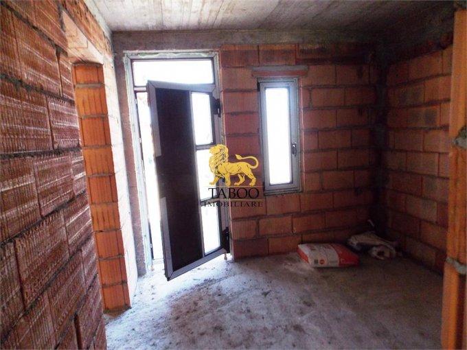 Casa de vanzare direct de la agentie imobiliara, in Sibiu, zona Calea Cisnadiei, cu 85.000 euro. 2 grupuri sanitare, suprafata utila 115 mp. Are  4 camere.