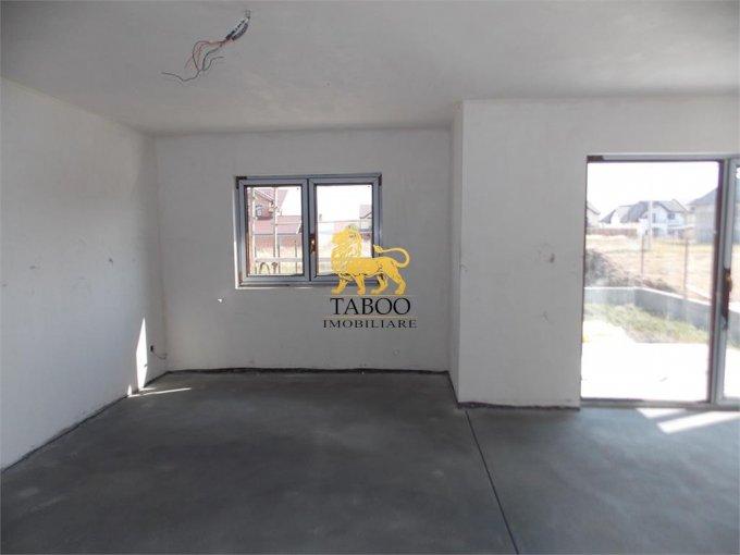 Casa de vanzare direct de la agentie imobiliara, in Sibiu, zona Calea Cisnadiei, cu 70.000 euro. 2 grupuri sanitare, suprafata utila 120 mp. Are  4 camere.