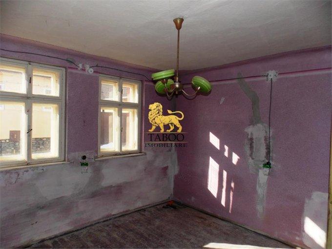 vanzare Casa Sibiu Terezian cu 4 camere, 1 grup sanitar, avand suprafata utila 75 mp. Pret: 63.000 euro. agentie imobiliara vand Casa.