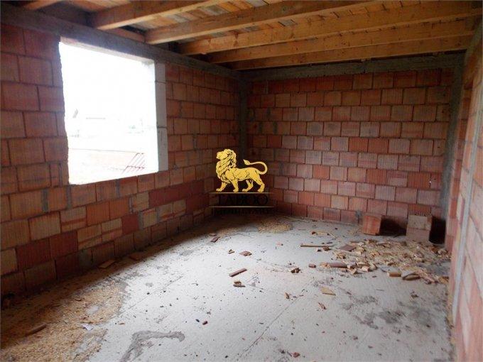 vanzare Casa Sibiu Calea Cisnadiei cu 4 camere, 2 grupuri sanitare, avand suprafata utila 115 mp. Pret: 69.000 euro. agentie imobiliara vand Casa.