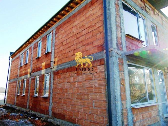 Calea Cisnadiei Sibiu casa cu 4 camere, 2 grupuri sanitare, cu suprafata utila de 81 mp, suprafata teren 100 mp si deschidere de 6 metri. In orasul Sibiu Calea Cisnadiei.