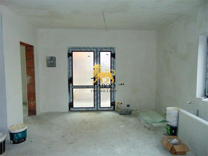 vanzare Casa Sibiu Selimbar cu 4 camere, 2 grupuri sanitare, avand suprafata utila 110 mp. Pret: 73.000 euro. agentie imobiliara vand Casa.