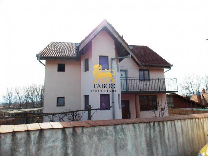 Casa de vanzare in Sibiu cu 4 camere, cu 2 grupuri sanitare, suprafata utila 192 mp. Suprafata terenului 715 metri patrati, deschidere 15 metri. Pret: 115.000 euro. Casa