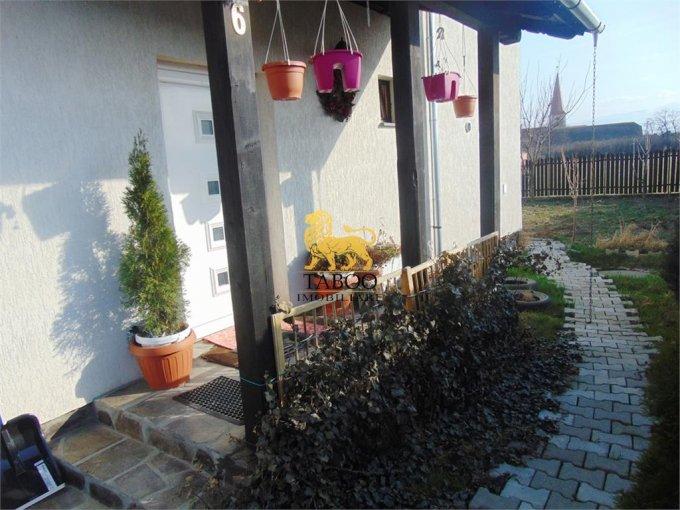 Casa de vanzare direct de la agentie imobiliara, in Sibiu, zona Selimbar, cu 120.000 euro. 2 grupuri sanitare, suprafata utila 148 mp. Are  4 camere.