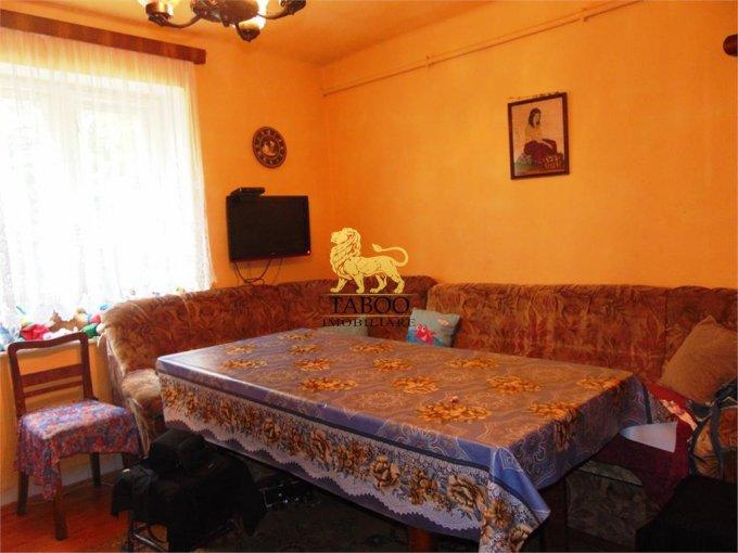 vanzare Casa Sibiu cu 4 camere, cu suprafata utila de 110 mp, 2 grupuri sanitare. 92.000 euro.. Casa vanzare Calea Poplacii Sibiu