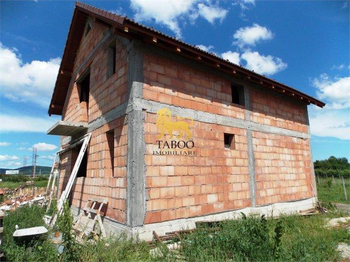 Casa de vanzare in Cristian cu 4 camere, cu 2 grupuri sanitare, suprafata utila 120 mp. Suprafata terenului 207 metri patrati, deschidere 15 metri. Pret: 38.000 euro. Casa