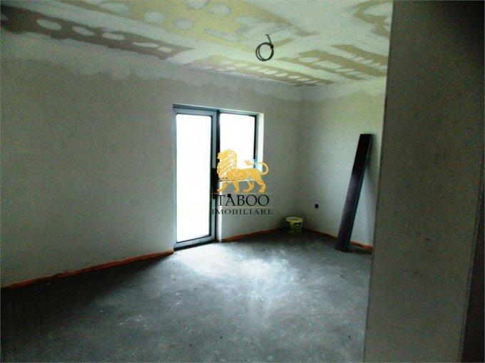 Casa de vanzare direct de la agentie imobiliara, in Sibiu, zona Selimbar, cu 81.900 euro. 2 grupuri sanitare, suprafata utila 120 mp. Are  4 camere.