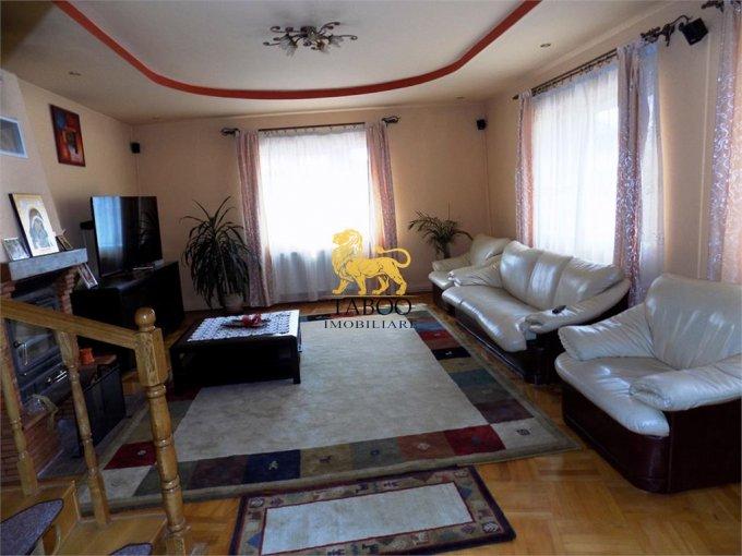 Casa de vanzare direct de la agentie imobiliara, in Sibiu, zona Piata Cluj, cu 175.000 euro. 2 grupuri sanitare, suprafata utila 200 mp. Are  4 camere.