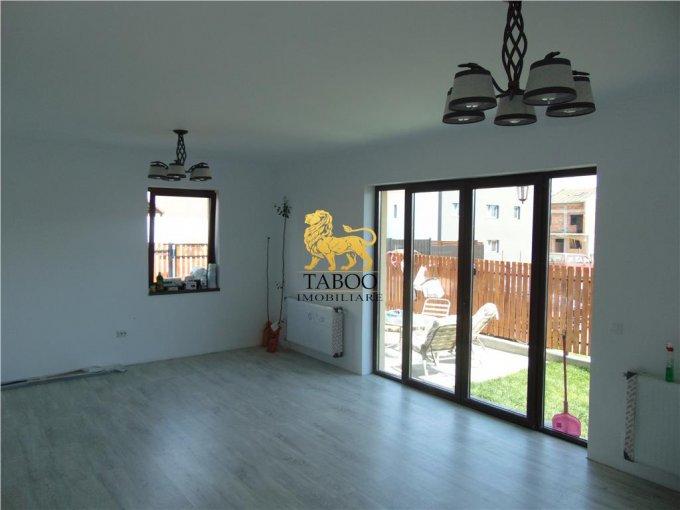 Casa de vanzare direct de la agentie imobiliara, in Sibiu, zona Calea Cisnadiei, cu 90.000 euro. 2 grupuri sanitare, suprafata utila 118 mp. Are  4 camere.