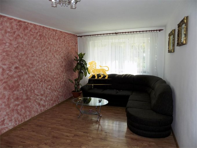 Casa de vanzare direct de la agentie imobiliara, in Sibiu, zona Terezian, cu 95.000 euro. 2 grupuri sanitare, suprafata utila 156 mp. Are  4 camere.